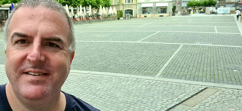 OK-Präsident Daniel Frei am Albanifest-Samstag 2020 vor dem leeren Neumarkt.